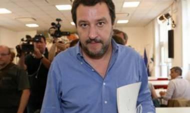 """La guerra di Salvini alle Ong: """"Da oggi si cerchino altri porti"""""""