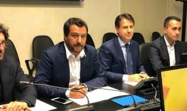 """Ponte Morandi, governo: """"Verso revoca della concessione ad Autostrade"""". Conte: """"Stato d'emergenza di 12 mesi"""""""