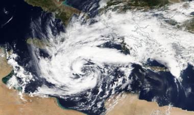 METEO:  Uragano Medicane più forte del previsto, dopo Sud Italia, flagella ora la Grecia a 160km/h