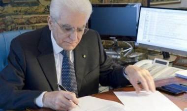 """Mattarella firma il dl sicurezza e invia una lettera a Conte: """"Rispettare la Costituzione"""""""