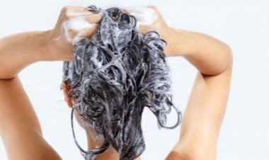 6 trucchetti per lavare i capelli meno spesso