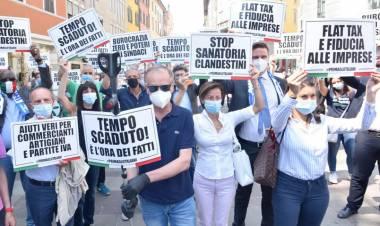Vogliono mettere la mascherina alla sofferenza degli italiani