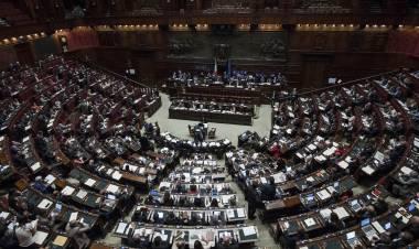 """L'ultima follia dei grillini: ora pensano alla """"Camera delle deputate"""""""