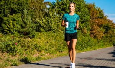 Camminare per dimagrire: la passeggiata diventa un fitness
