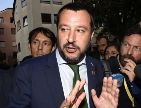 """Barcone verso l'Italia, a bordo anche minori in difficoltà. Salvini non molla: """"No sbarco in nostri porti"""""""