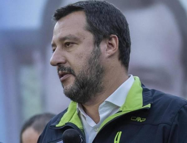 """Salvini, tregua con Di Maio: """"In tanti vogliono un'Italia serva, ma noi dureremo 5 anni"""""""