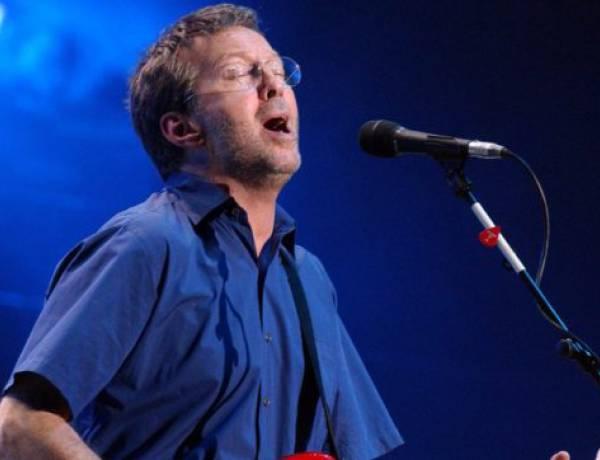 """Eric Clapton contro il Green Pass: """"Non suonerò nei locali che lo richiedono, no a pubblico discriminato"""""""