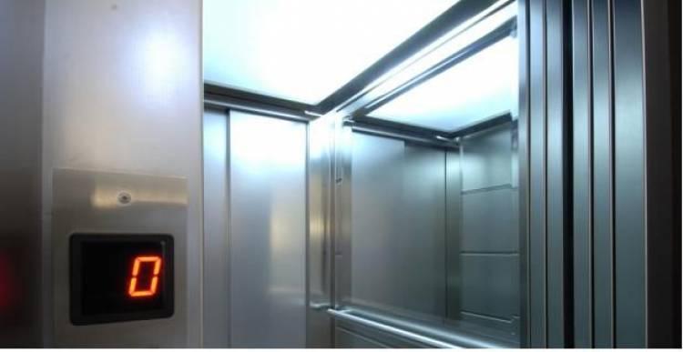 Perché ci sono gli specchi nell'ascensore?