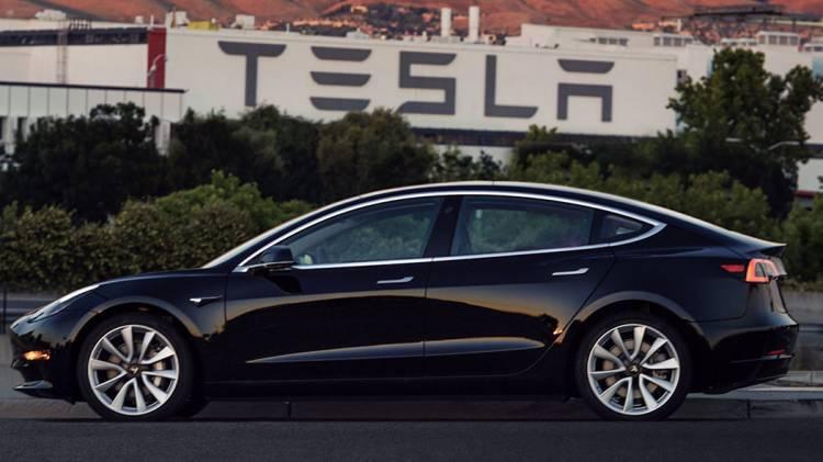 Tesla va meglio del previsto, ma continua a perdere molto denaro