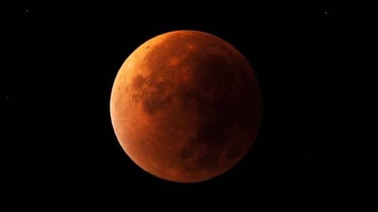 L'eclissi lunare totale più lunga del secolo