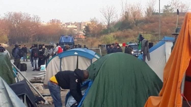Baobab, centro per rifugiati sgomberato con la ruspa, Salvini: 'E non è finita qui'