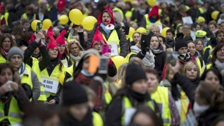 Gilet gialli, Parigi: Salvini-Di Maio facciano pulizia in casa loro