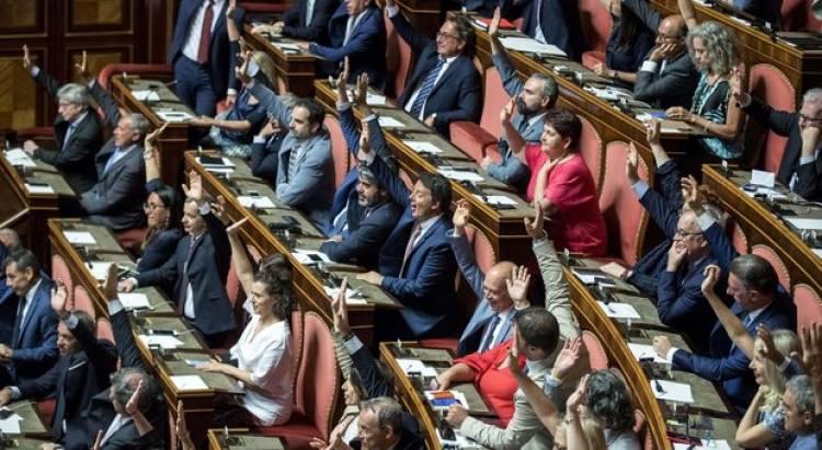 Nuova maggioranza: M5S, Pd, LeU e Autonomie, voto compatto contro il centrodestra