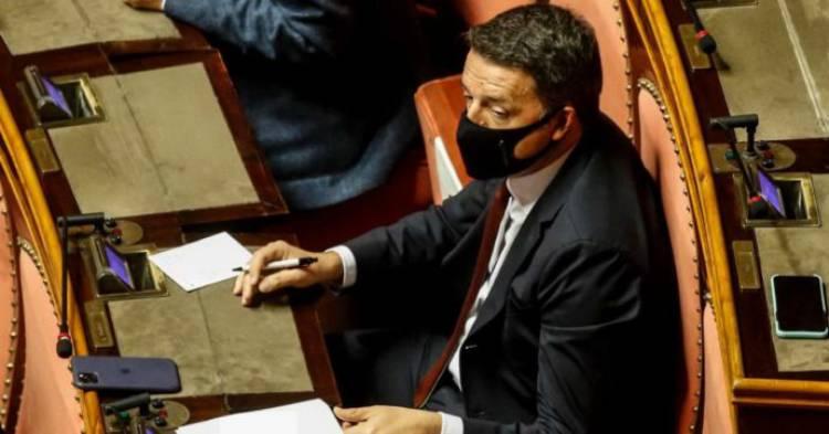 Recovery plan, il ricatto di Renzi a Conte: ridiscuterlo da capo o Italia viva vota contro la manovra. In Senato lo applaude il centrodestra